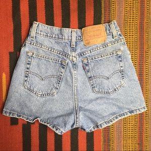 Vtg Levi's Slim Fit Denim Shorts Sz 0 XS